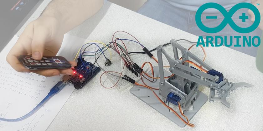 Kumandayla Kontrol Edebildiğimiz Robot Kolumuz...